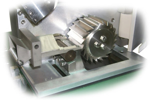 SB open cutting chamber showing Push-Pull bed knife